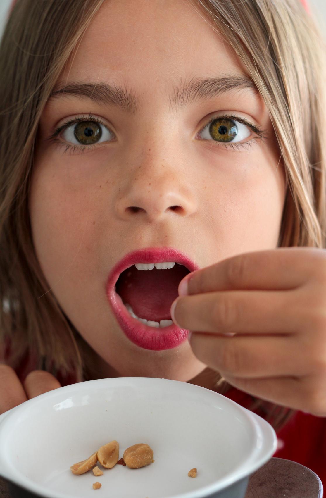 Combien de temps doit-on attendre avant d'exposer les enfants aux allergènes alimentaires?