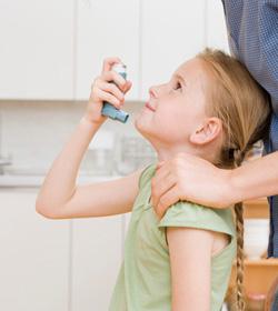 Asthme allergique et l'effet sur la croissance des inhalateurs de stéroïdes